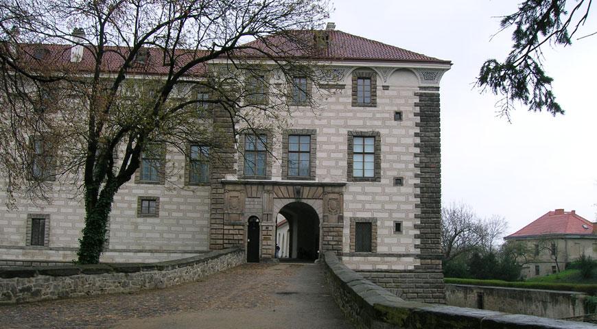 Замок Нелагозевес (с 01.04. по 31.10.)